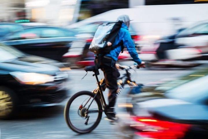 coursier à vélo